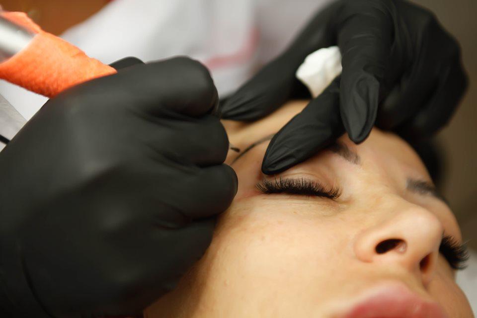 Read more about the article Corso base dermopigmentazione sopracciglia